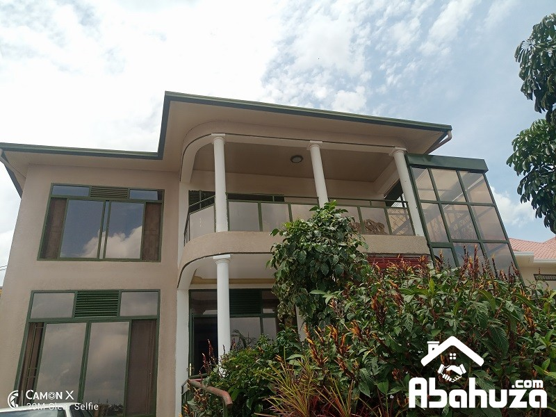 A FURNISHED 3 BEDROOM HOUSE FOR RENT IN KIGALI AT NYARUTARAMA