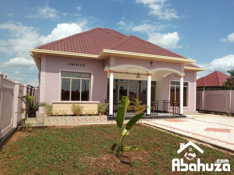 A NICE HOUSE WITH AMPLE AREA FOR SALE IN KIGALI AT KAGARAMA