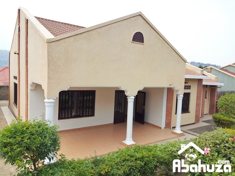 A WELL LOCATED HOUSE CLOSE TO ASPHALT ROAD