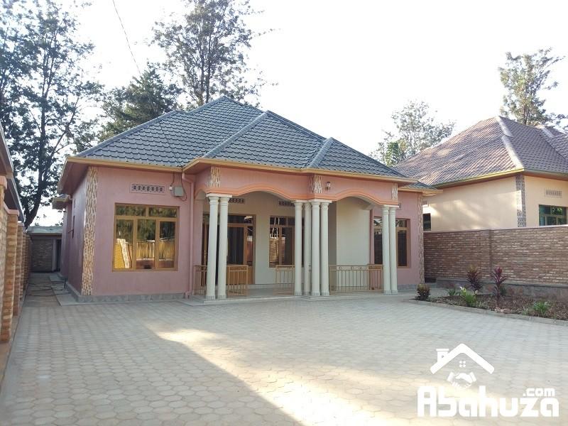 A HOUSE FOR SALE IN KIGALI ON ASPHALT ROAD AT KANOMBE