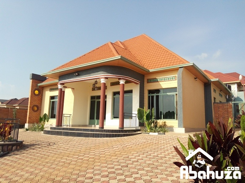 A WELL FINISHED HOUSE WITH NICE DESIGN IN PLOT OF 720SQM