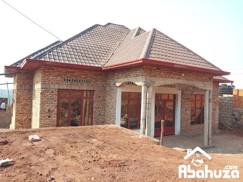 A 4 BEDROOM HOUSE FOR SALE IN DEVELOPING SITE