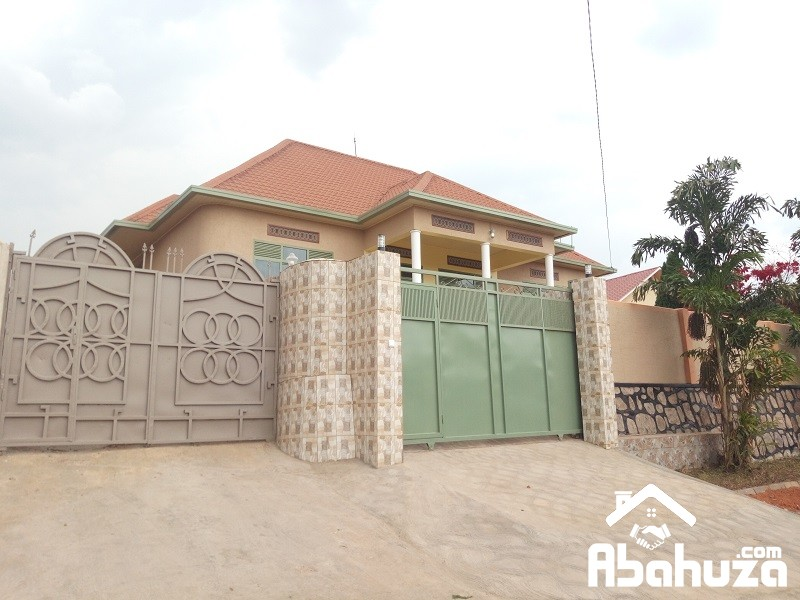 A NEW HOUSE IN BIG PLOT FOR SALE IN HIGH CLASS NEIGHBORHOOD