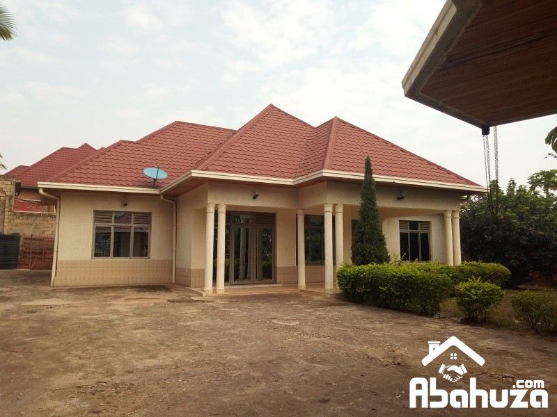 A BIG HOUSE OF 6 BEDROOMS IN GOOD LOCATION