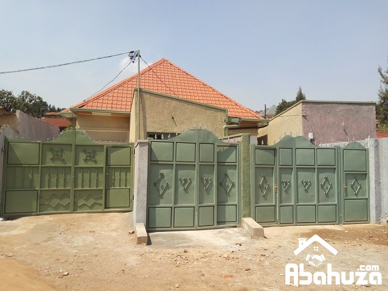 4 HOUSES FOR SALE IN ONE COMPOUND AT GIKONDO
