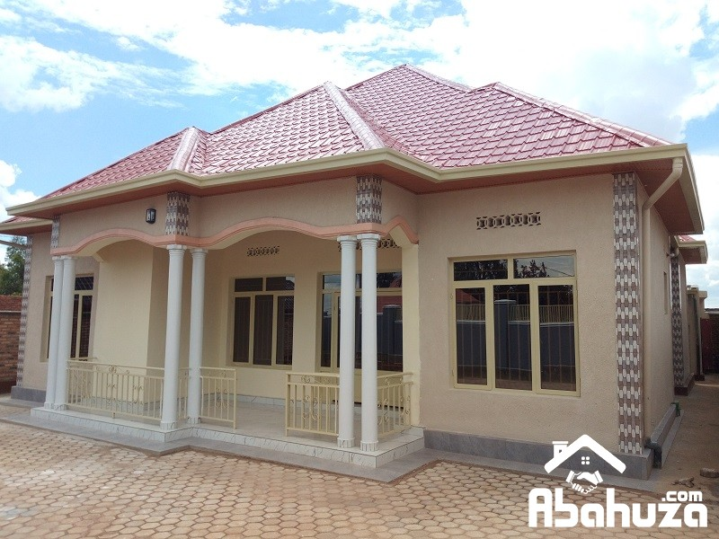 A NEAT HOUSE FOR SALE IN KIGALI AT AKANOMBE