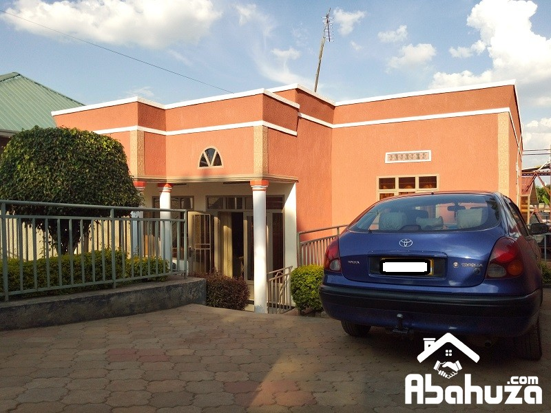 A 4 BEDROOM HOUSE FOR SALE IN KIGALI AT KIMIRONKO