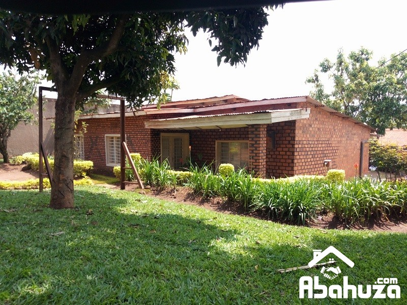 A HOUSE TO BE RENOVATED FOR SALE IN KIGALI AT NYAMIRAMBO