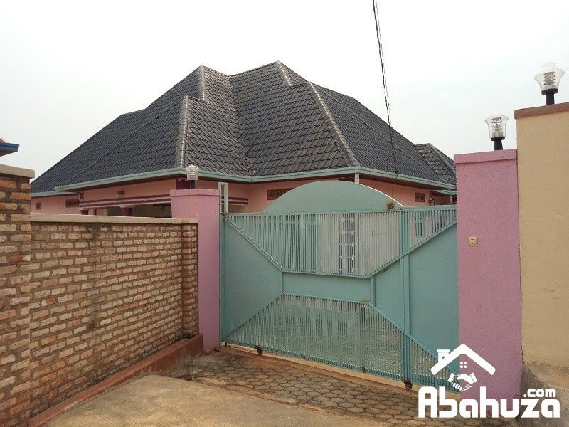 A NICE HOUSE FOR SALE IN ESTATE NEAR VICTORY CHURCH-KANOMBE