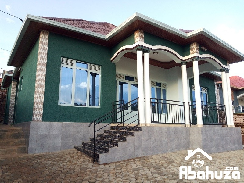 A NICE FINISHED HOUSE FOR SALE ON TARMAC ROAD IN KIGALI