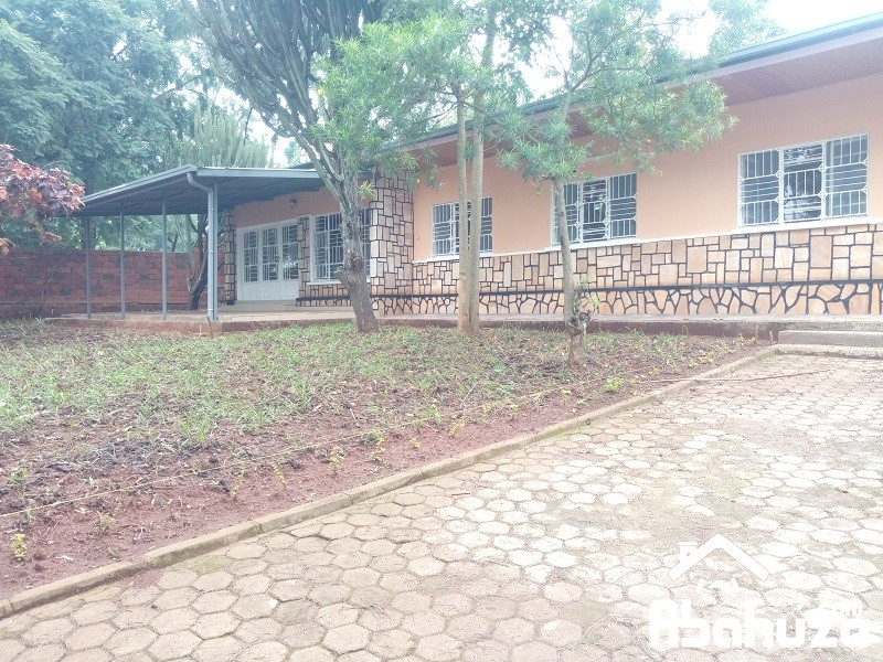 A FURNISHED 4 BEDROOM HOUSE FOR RENT IN KIGALI AT KIYOVU