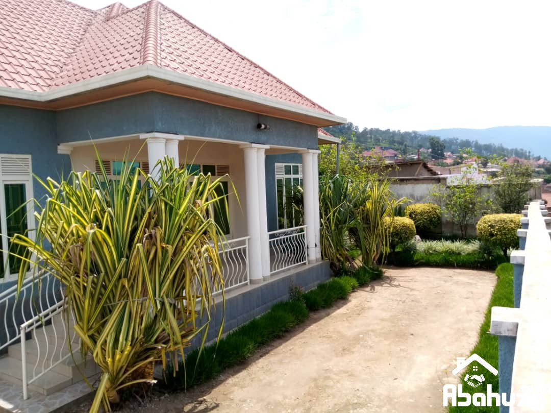 NICE HOUSE FOR SALE AT GISOZI ON THE TARMAC ROAD