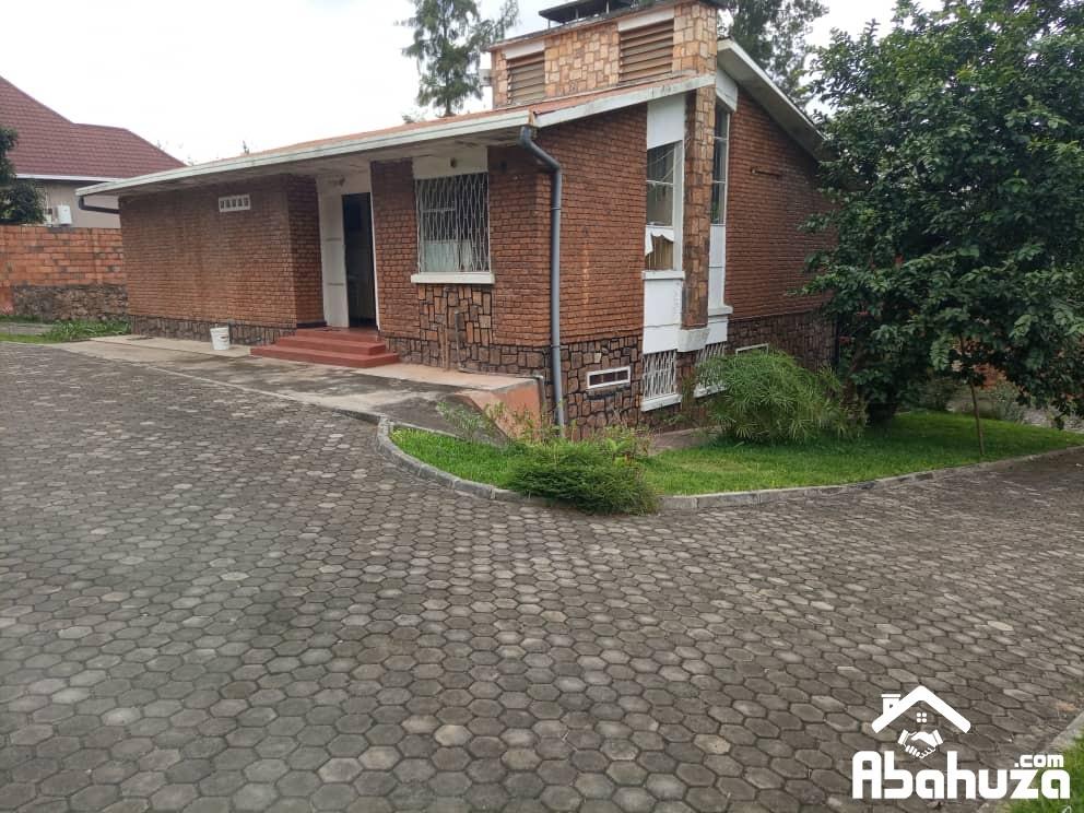 BIG PLOT WITH A HOUSE FOR SALE AT KIYOVU